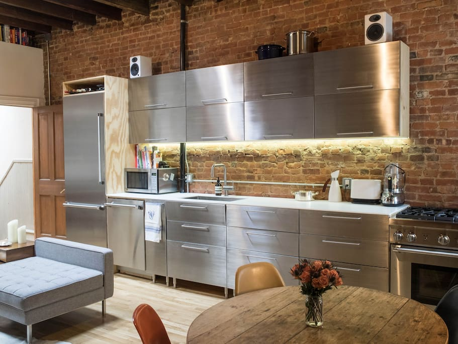 Wood/stainless steel equipped kitchen in the main living space