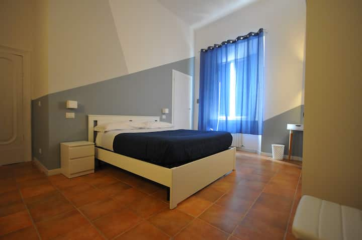 Camera matrimoniale bagno priv. centro siena blu