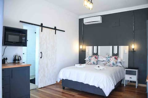 Adorable 1-bedroom guest house. Self catering
