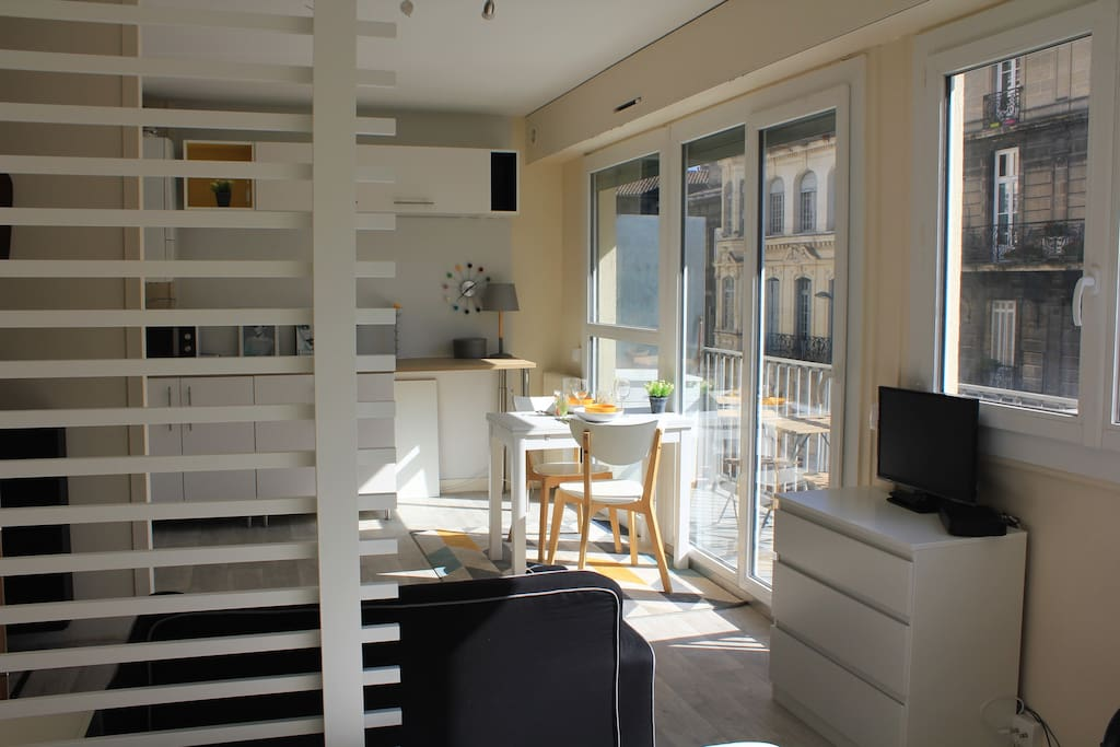 T1 neuf avec balcon hyper centre appartements louer for Location appartement t1 bordeaux