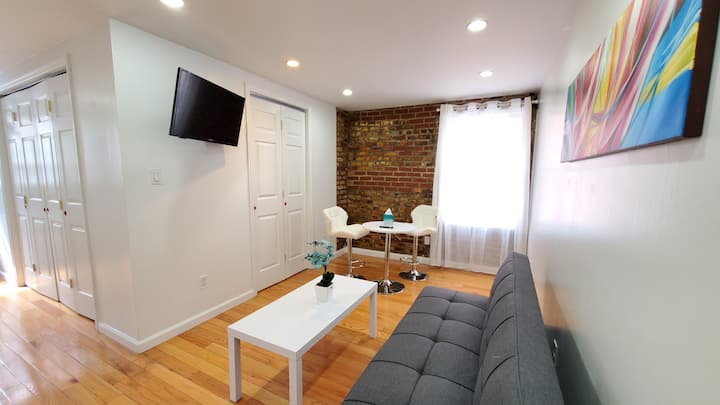Large and Cosy 1 Bedroom APT in Murray Hill