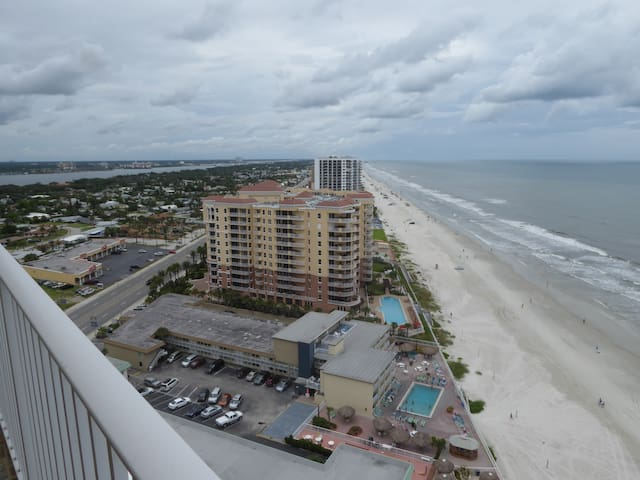 Furnished Oceanfront Daytona Beach Shores  2br/2b