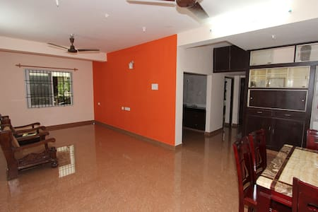 Neat and cozy 2 bedroom apartment in Adyar