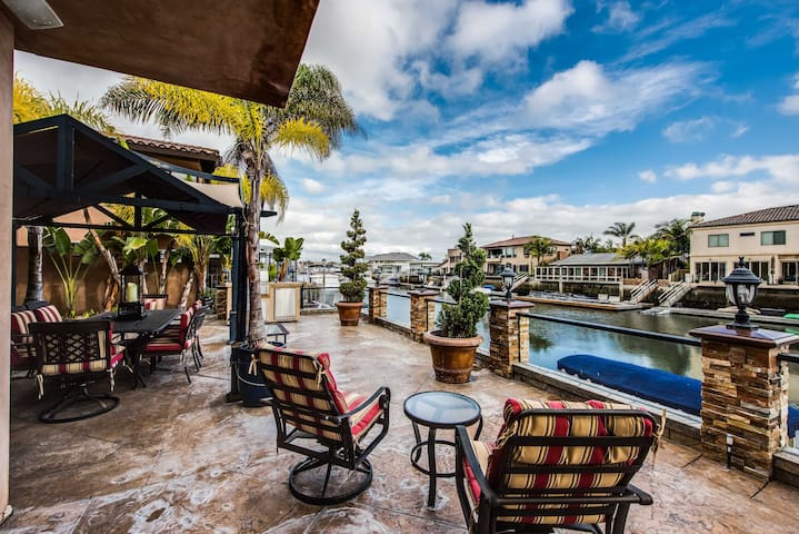 Huntington Harbor  - walking distance from beach!