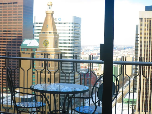 DENVER DOWNTOWN MILE HIGH SUITE 27FL VIEW LOCATION
