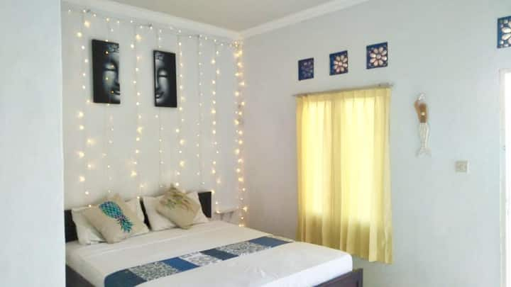 Golden White - Private Room with Fan (2)