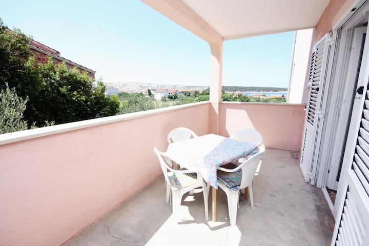 Room with terrace and sea view Barbat, Rab (S-5070-a)