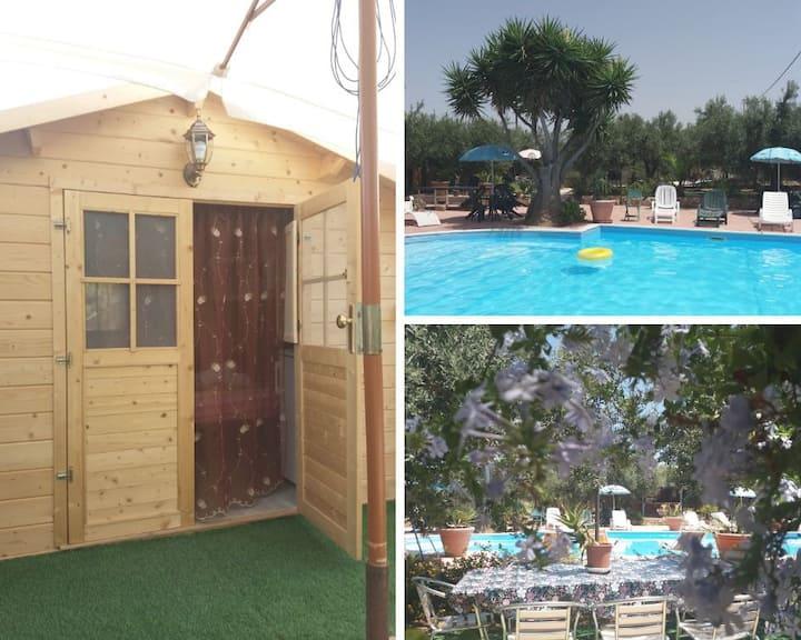 Casetta  a bordo piscina in residence