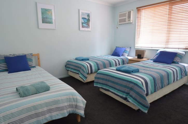 Triple room in superb Richmond location