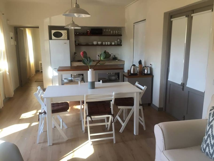 Kastanje Dining and Kitchen Area