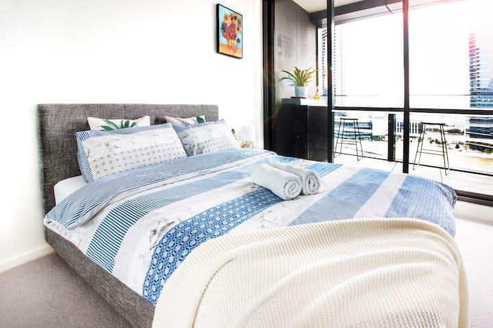 Main Bedroom (En-suite) and balcony2