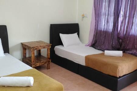 Tokman Inn Langkawi - Tok Ki Room 1