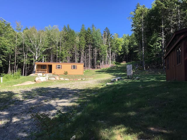 Luxury cabin, secluded 24 acres on VAST trails - Whitingham - Cabin