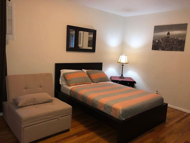 (AB) 2 rooms - 4 ppl  private and sharing bath