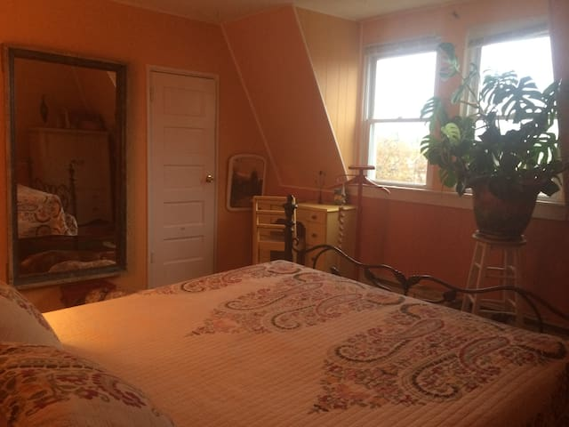 Sunny, Private room in Historic OC - Ocean City - Hus