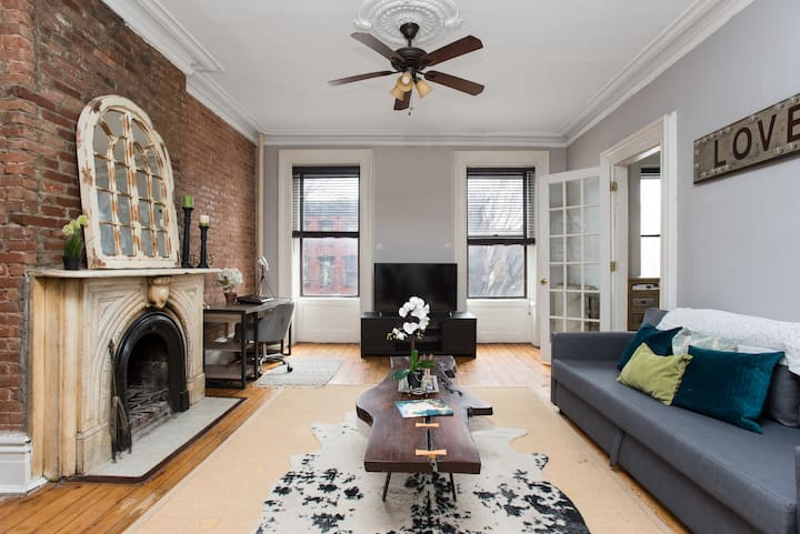 Exceptional /Classic Brownstone apt. 15 min to NYC