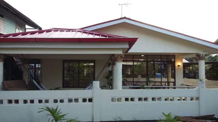 Huize Bloemendaal (hartje Paramaribo- centrum)
