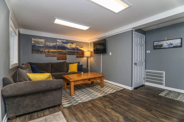 2BR with Living Room -  Remodeled & Ski-Centric!