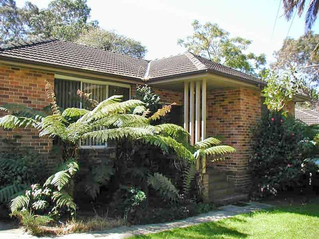 Frenchs Forest 3 bedroom house on northern beaches