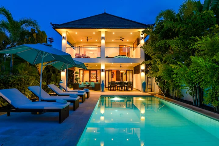 Beachfront Villa Lotus Pemaron
