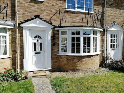 Bright Comfortable Horsham Home Sleeps 5 w/Garden
