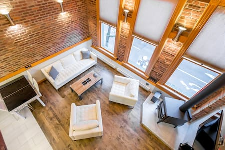 Large & Bright Gastown Luxury Loft w/20ft ceilings - Vancouver