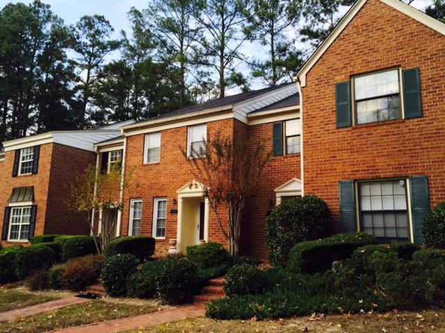 Private Room in Gated Community close to Masters!!