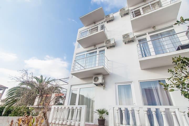 Rooms and apartments Milana - Bar, Shushan - Bed & Breakfast