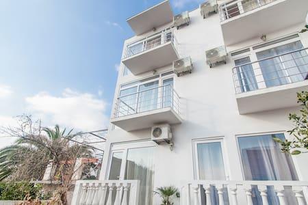 Rooms and apartments Milana - Bar, Shushan