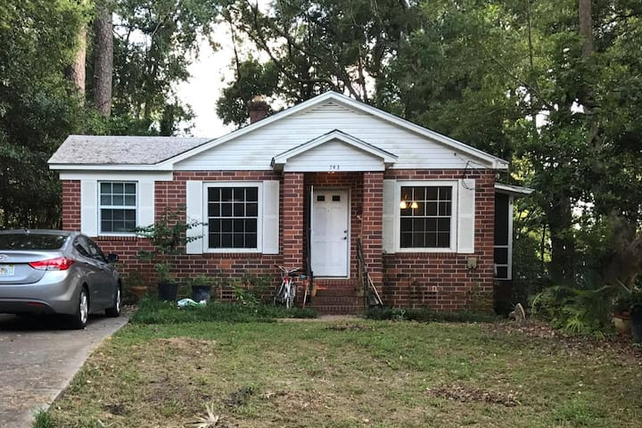 Charming Midtown Home 3 miles from FSU