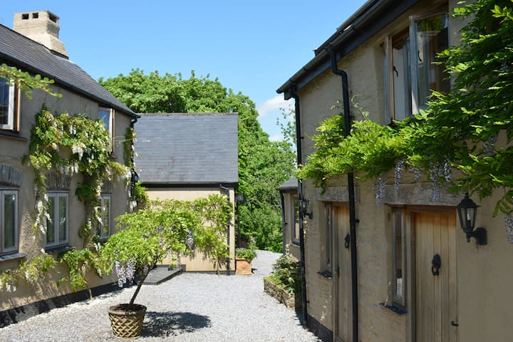 Kerswell Farmhouse - Top 10 B&B - Bonberry Suite