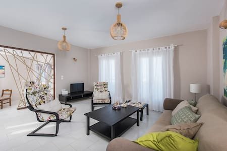 Modern & Cozy aprt with Sea view for 6