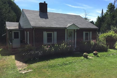 Cozy brick cottage in mid-coast Maine. - Waldoboro - Casa