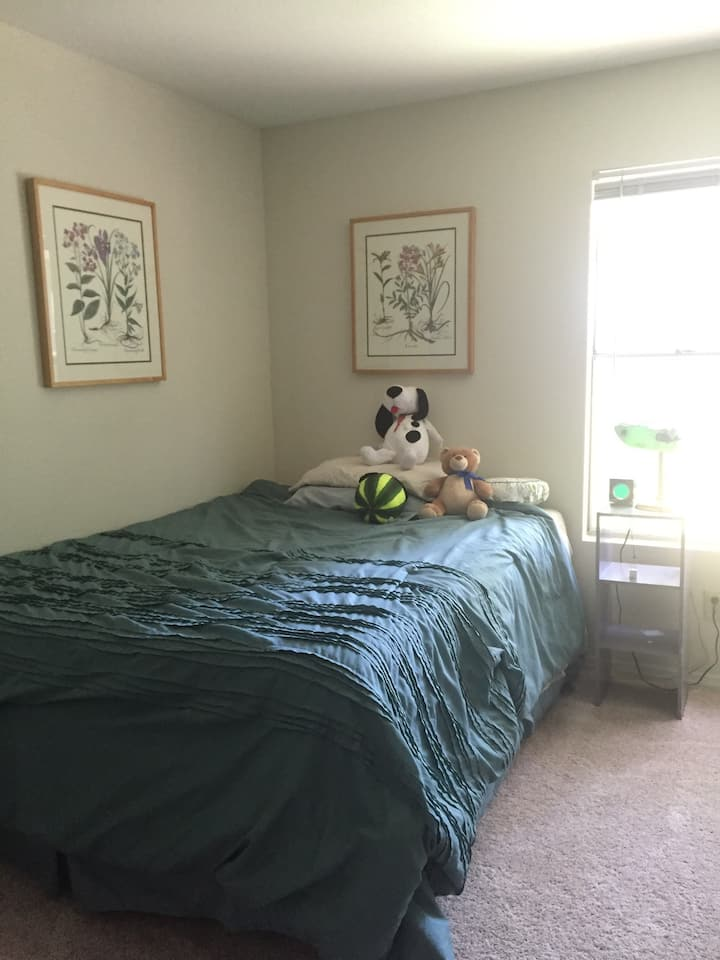 Comfy Queen Bdrm with Private Bath