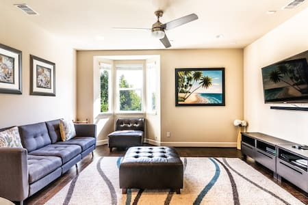 Discount-price 3bd/3br Luxury Townhome-heated pool