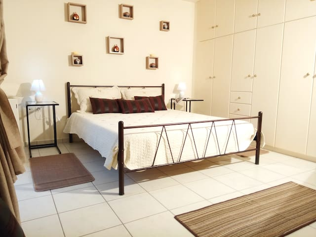 2HOUSE  near airport *9 MINUTES* LOW COST TRANSFER