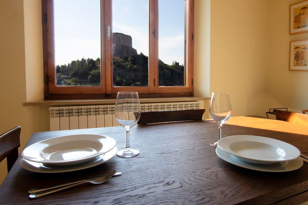Vista sulla Rocca Medievale dalla zona pranzo