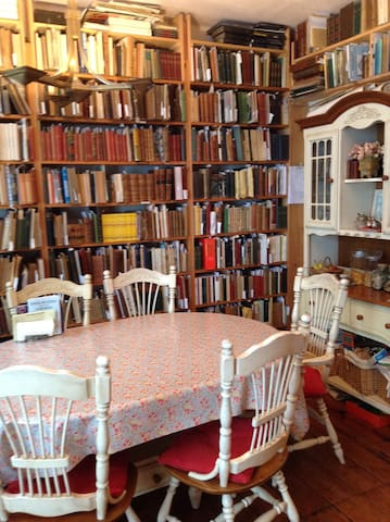 Booklover's Bed and Breakfast 2