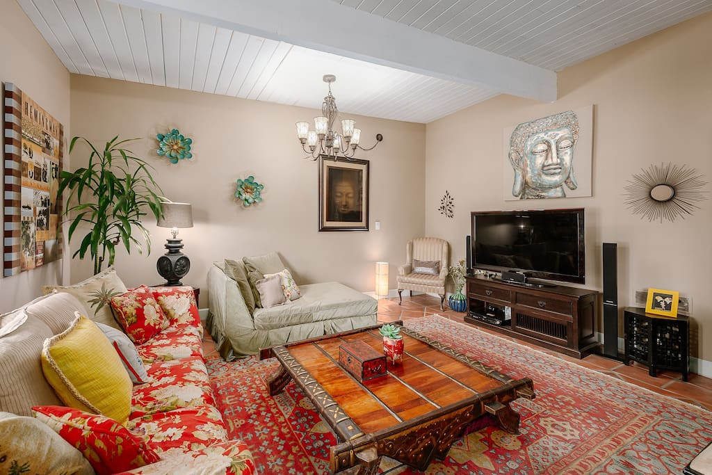 The villa is filled with designer furniture. With right colored rugs, oversized chairs & chandeliers this Moroccan is a great getaway. Enjoy the big screen TV w ROKU, Netflix, Hulu, Amazon. Surround sound speakers let you enjoy music or a movie.