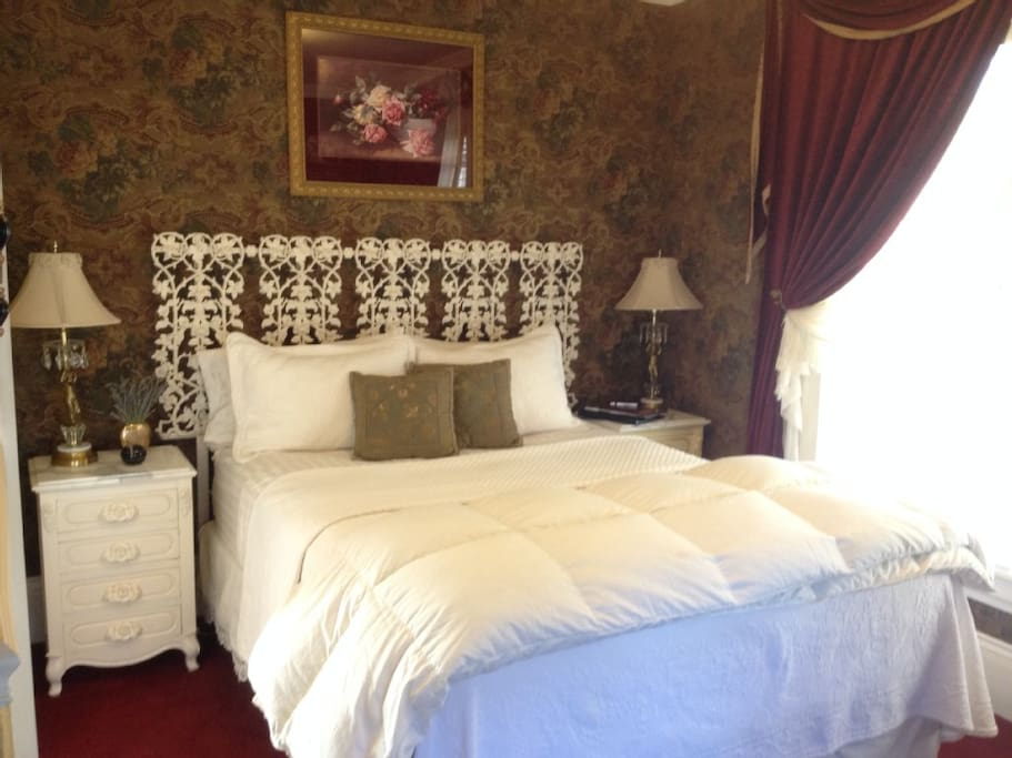 The Rose Room Queen bed with private bath
