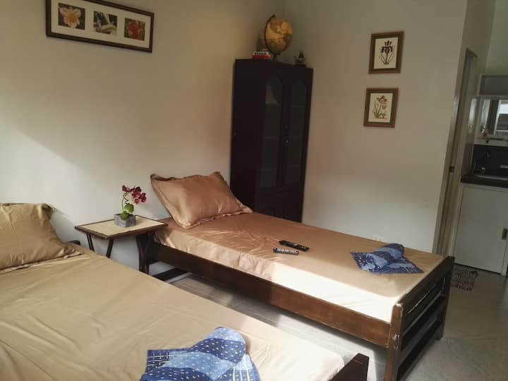 Room 2, Tokofish Apts; AC, Hot Shower, WiFi, TV