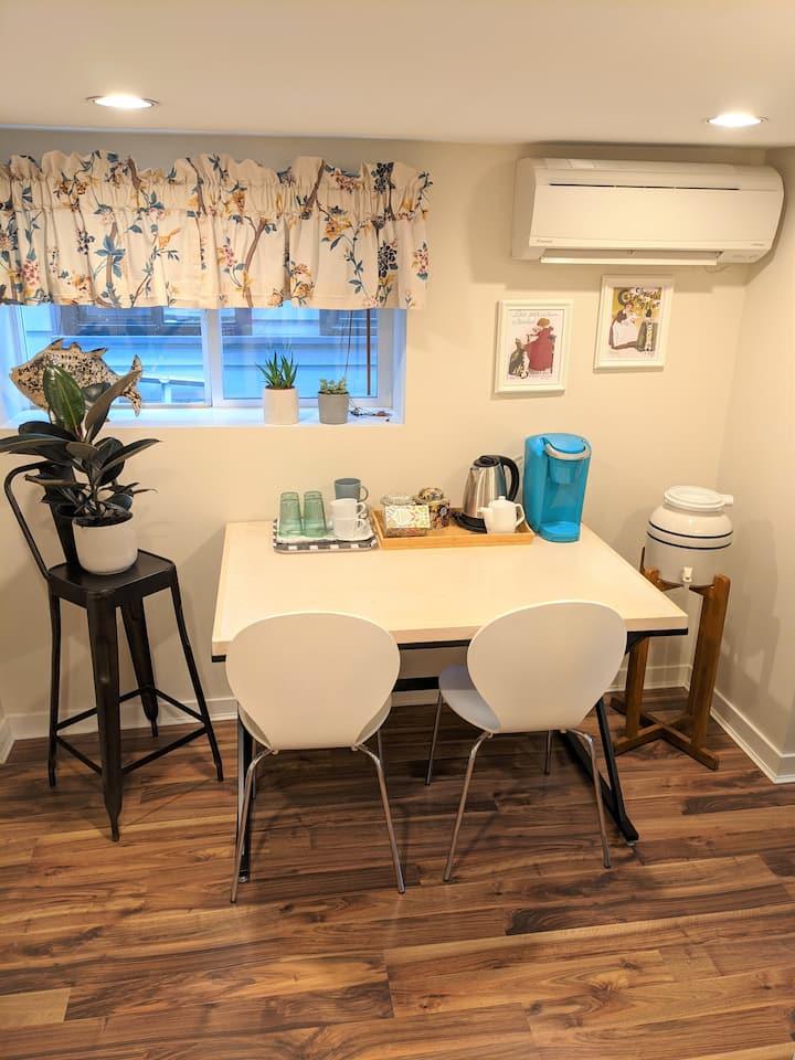 Cozy 2 Bedroom Garden suite- near PNE, North Van !