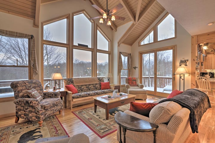 Black Bear Resort Cabin: 8 Mi to Prime Skiing!