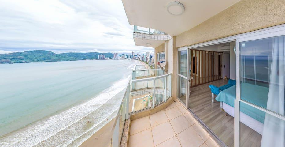 Apartamento de frente para o mar, 23º andar.