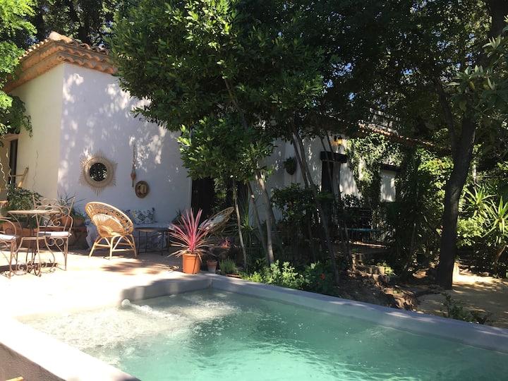Très Belle villa avec piscine dans parc boisé