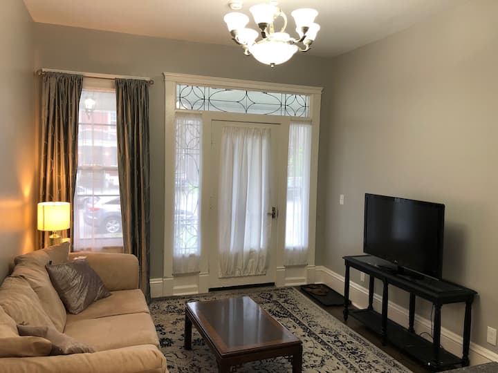 Updated Historic Lovely Apartment