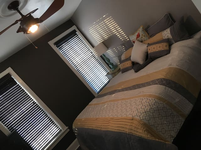 Lake Breeze Loft Sleeps 5