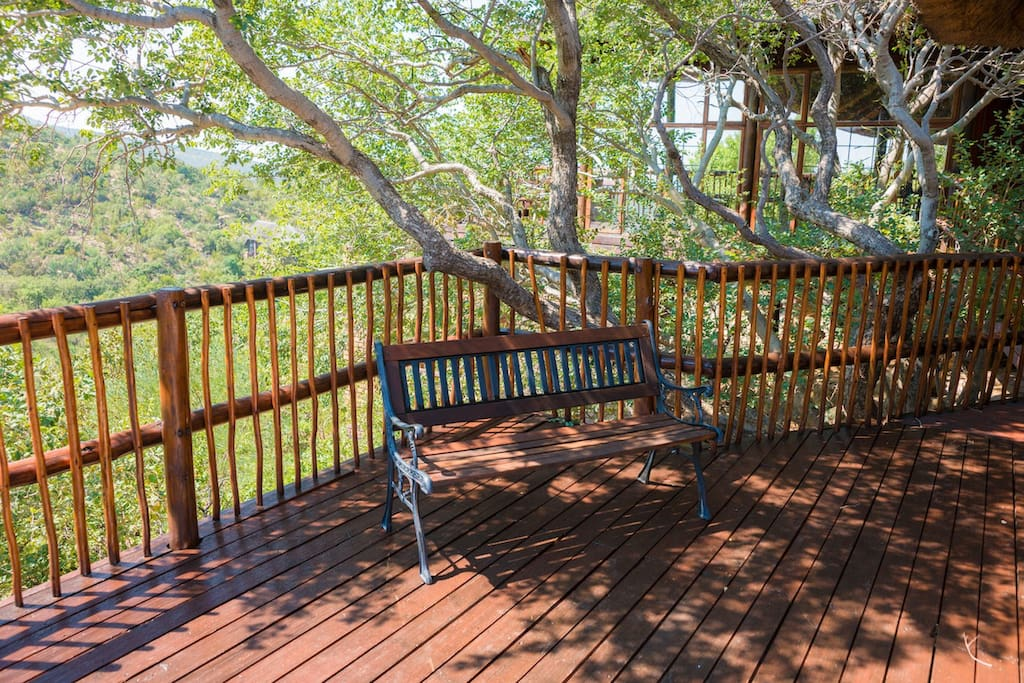 Game viewing Deck