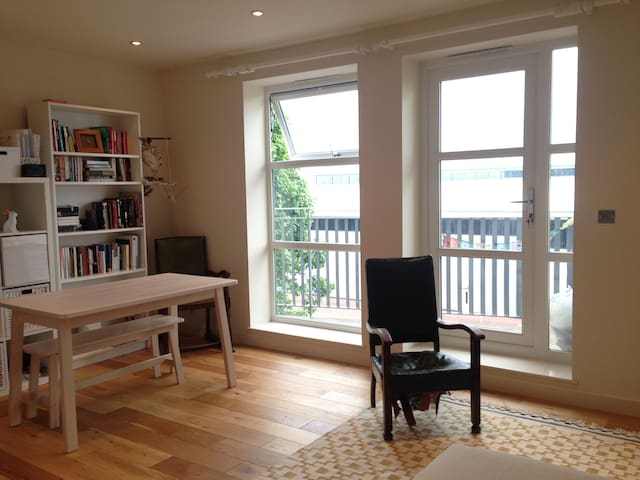 Beautiful one bed flat with easy access to London. - Dagenham - Flat