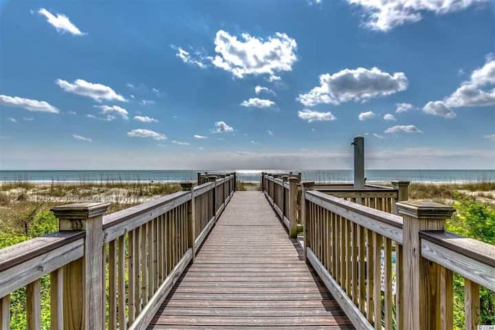 Hosteeva   1-bedroom Condo   Oceanfront View Snowbird   Special Rates Available!!!🕓